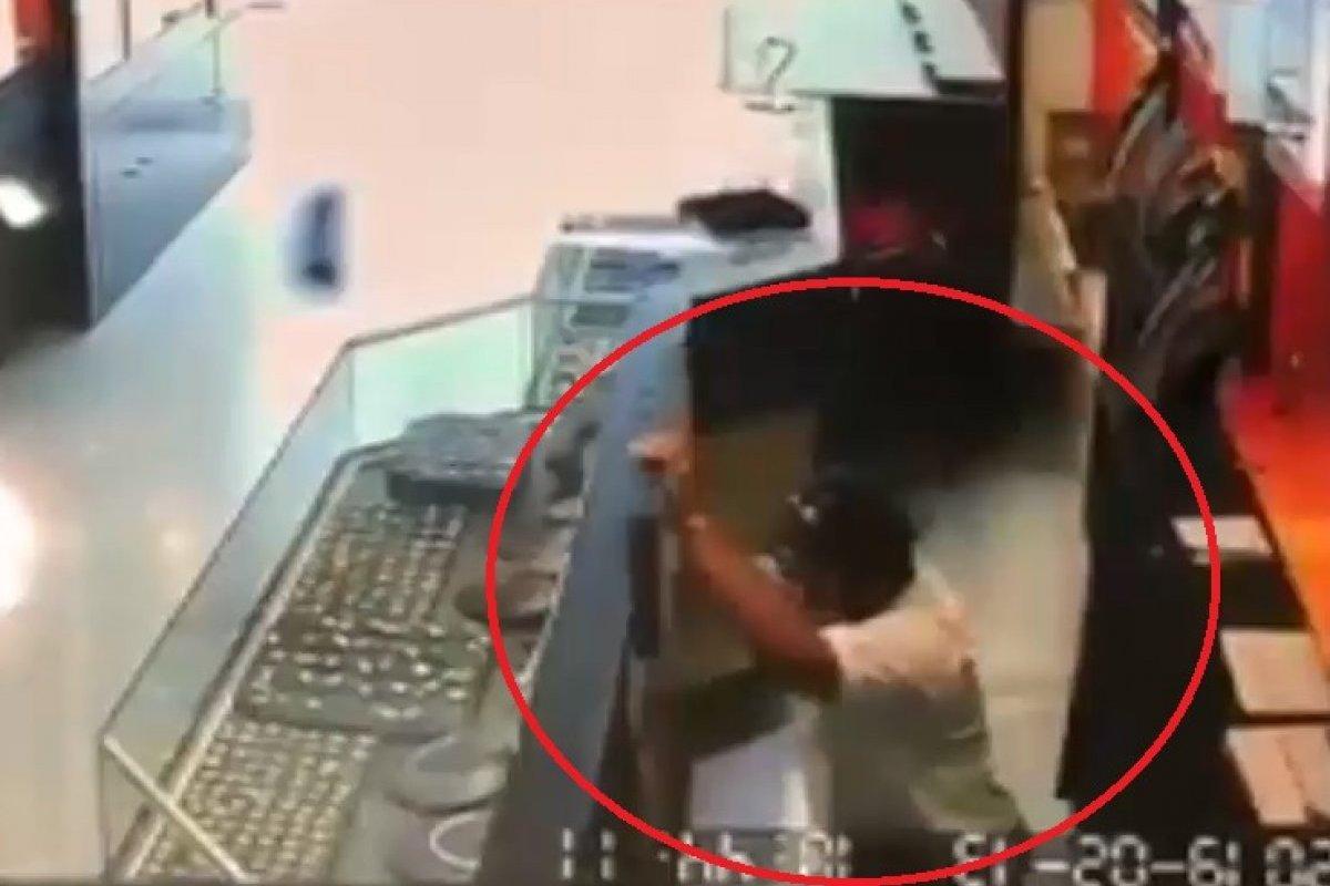 bd05273d786d Captan asalto a joyería en centro comercial de Veracruz