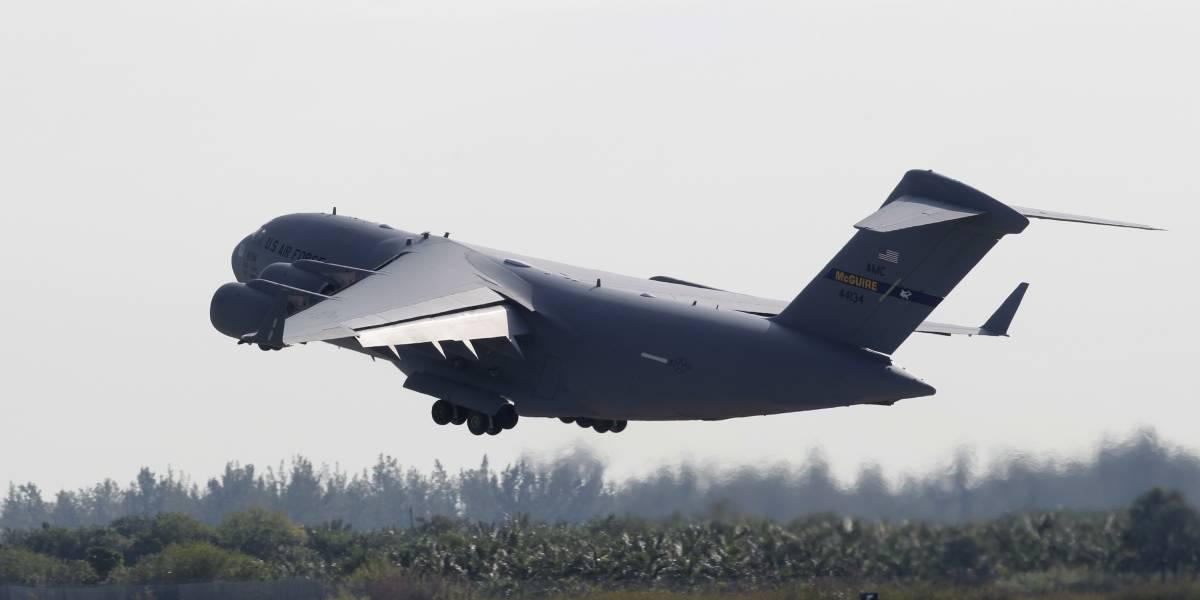 Aviones militares salen de EU con ayuda humanitaria para Venezuela