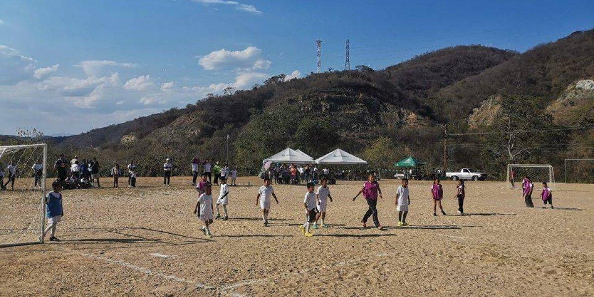 Inauguran nueva escuela móvil del Real Madrid en Guatemala