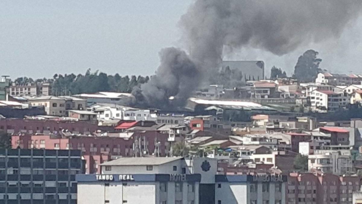 Quito: Incendio estructural en el sector El Dorado Cortesía