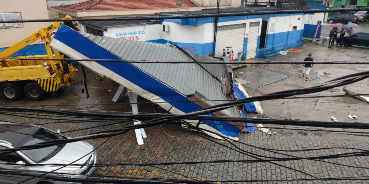 Posto de combustível é destruído após temporal em Santo André