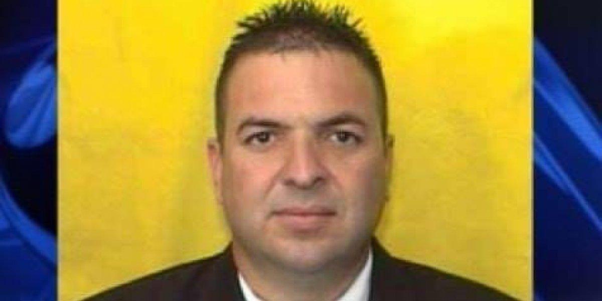 Gobernador decreta un día de duelo por policía asesinado