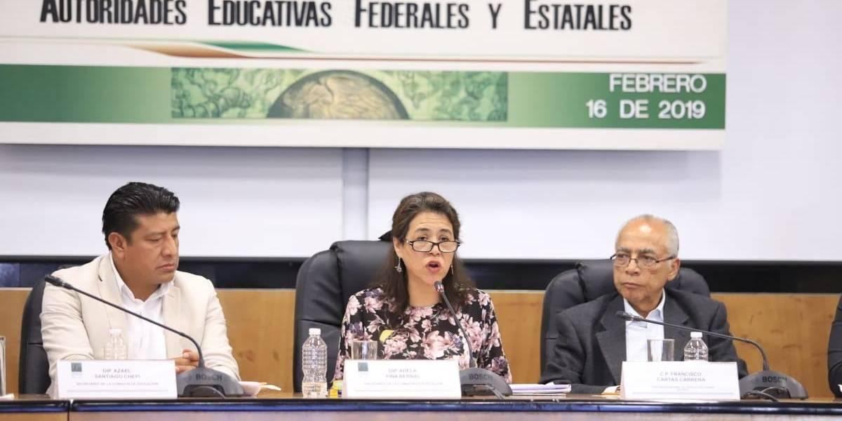 Diputados posponen discusión de dictamen para reforma educativa