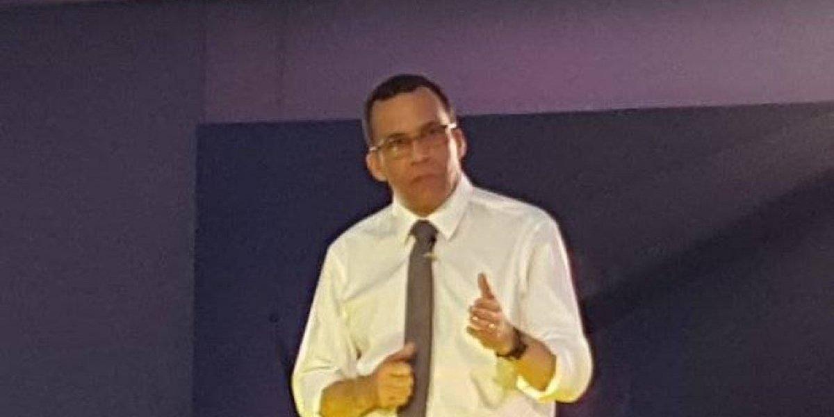 Andrés Navarro renuncia como Ministro de Educación para ser precandidato presidencial