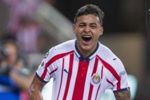 ¡Triplete de Alexis Vega! Chivas golea al Atlas en el Clásico Tapatío