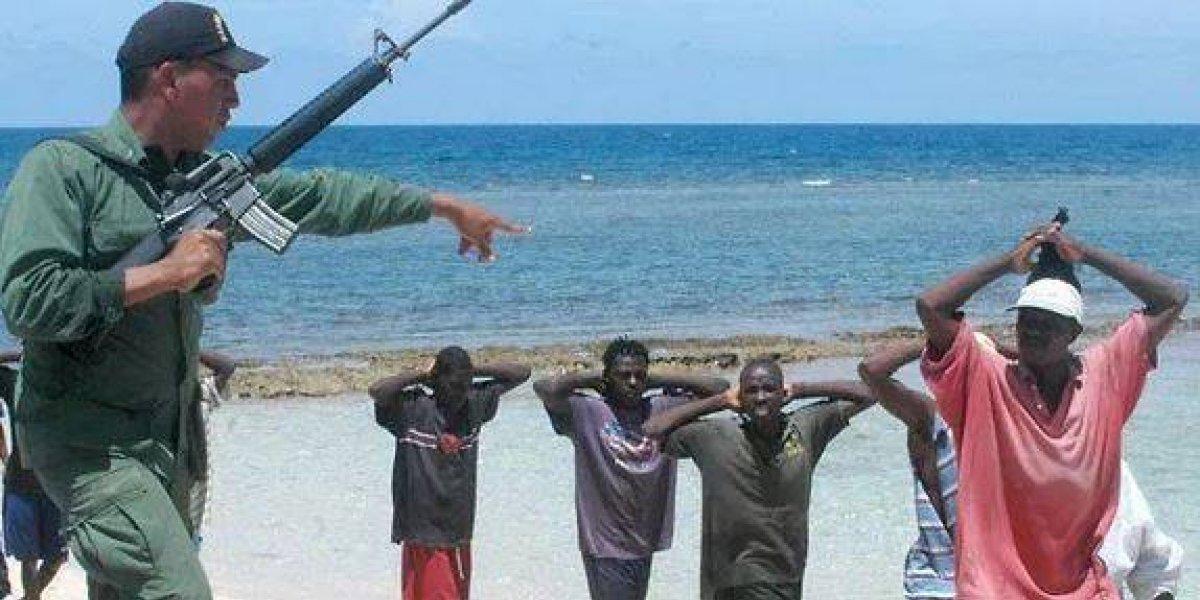 Bahamas suspende deportaciones de haitianos ilegales por tensión política
