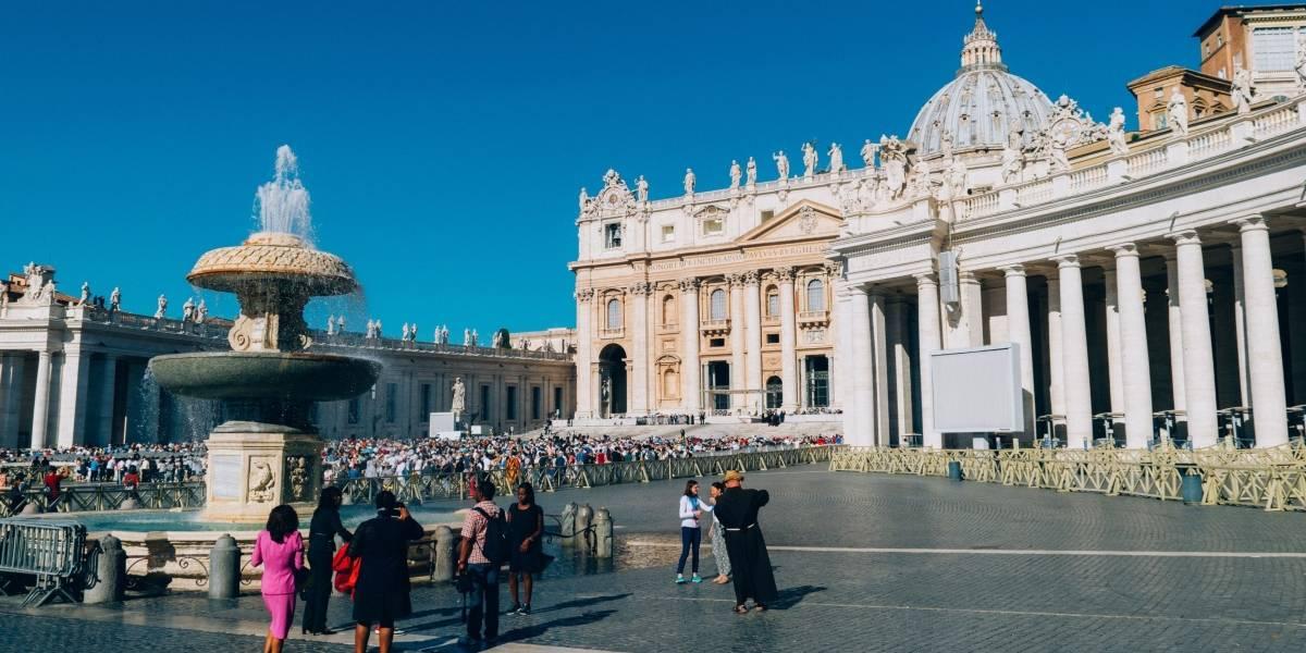 Igreja muda Pai Nosso em italiano e oração se aproxima da versão em português