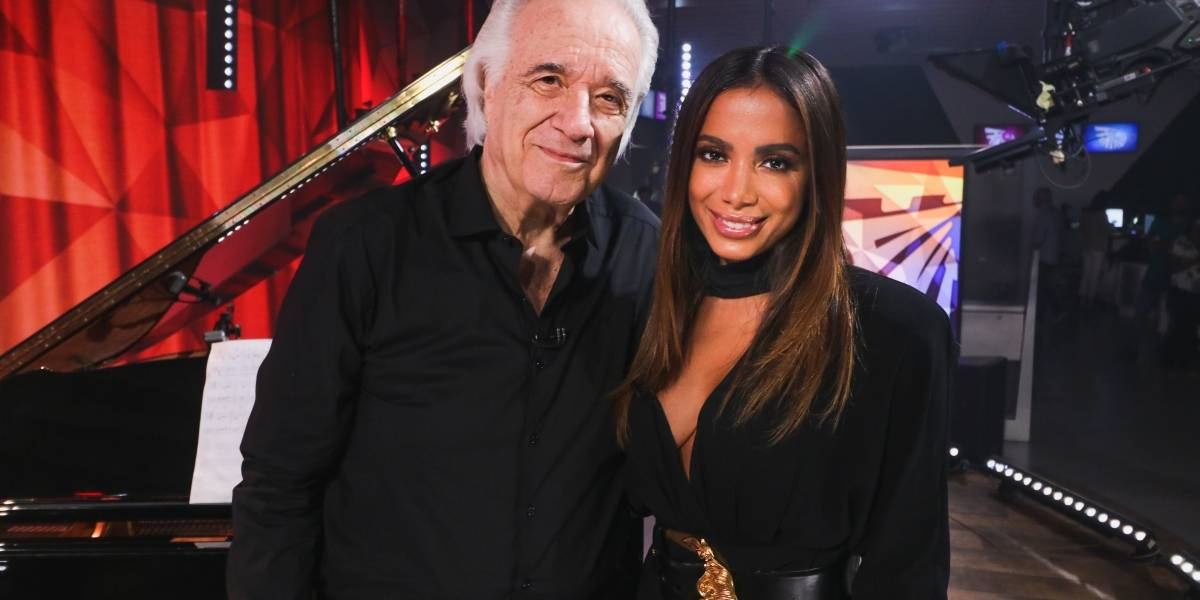 Maestro João Carlos Martins anuncia aposentadoria e se apresenta pela última vez com Anitta; assista