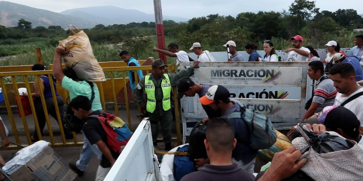 Maduro contraataca: también hará concierto en la frontera el mismo día