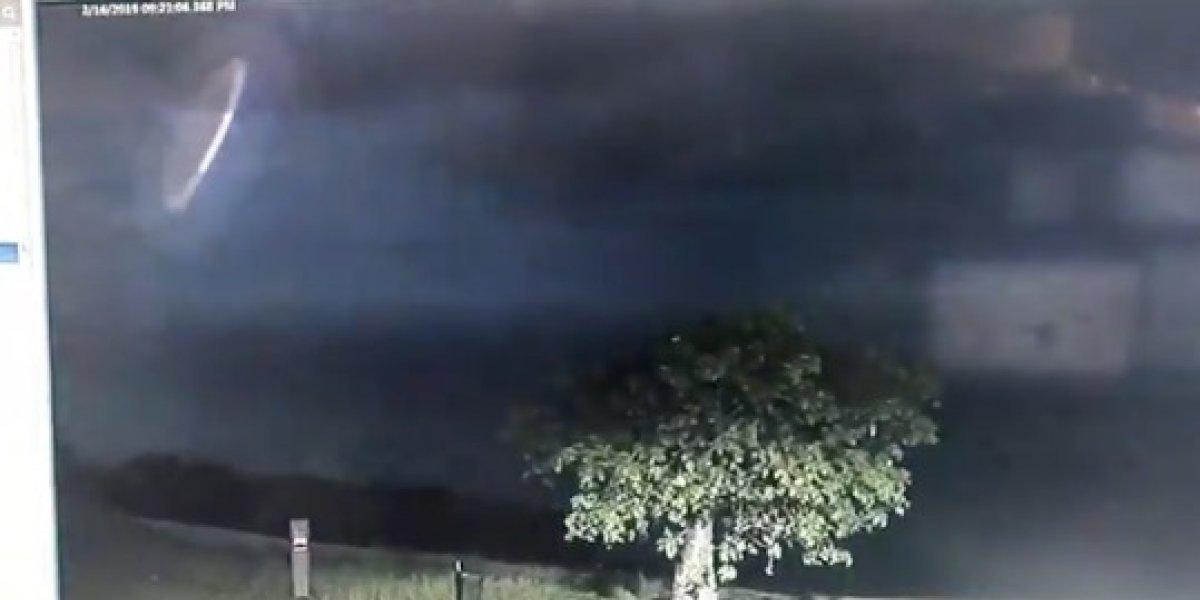Un extraño objeto surcó el cielo australiano durante una tormenta - Mundo Web