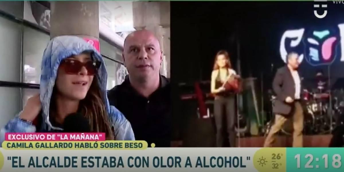 """Camila Gallardo en su arribo a Santiago tras acoso de alcalde de Puerto Varas: """"Él llegó con olor a alcohol"""""""