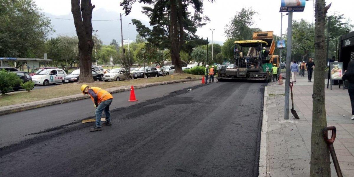 Quito: Trabajos de renovación de asfalto en la avenida De los Shyris causa molestias en conductores