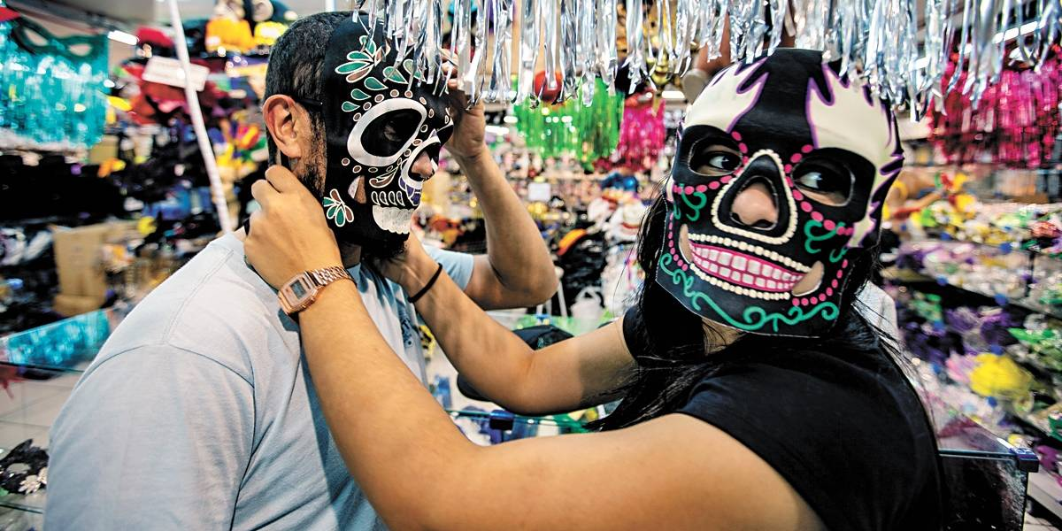 Neon e metalizado: veja as peças mais procuradas para este Carnaval