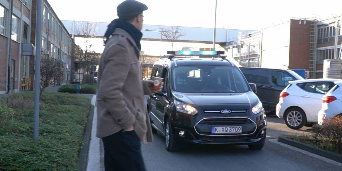 Ford prueba un lenguaje para comunicar vehículos autónomos con peatones