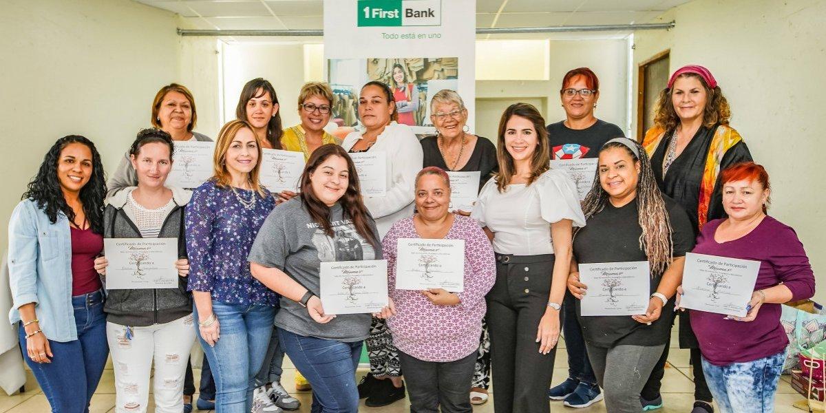 FirstBank capacita a mujeres de escasos recursos en programa de empoderamiento