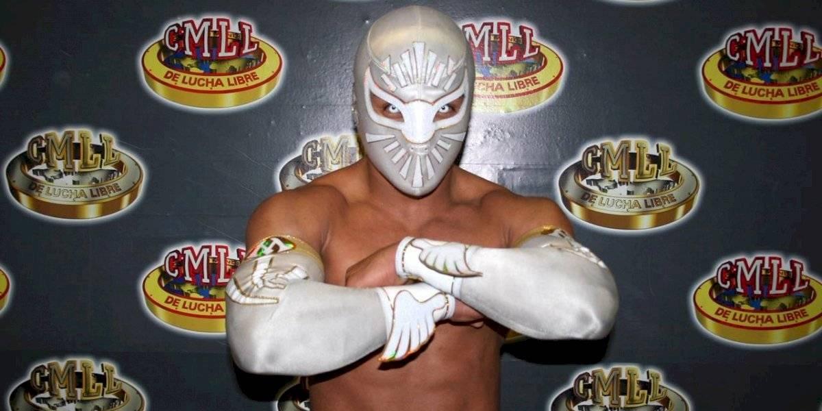 Místico, sin su familia, se mantiene firme en el CMLL