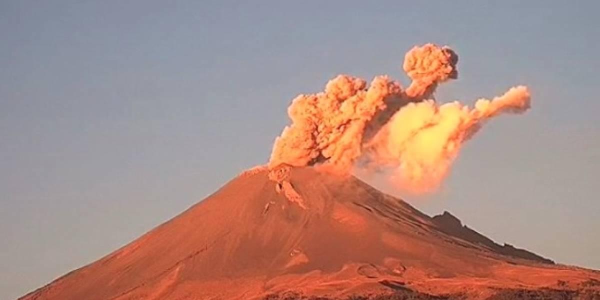 Amanece activo el Popocatépetl; exhaló fumarola con contenido de ceniza