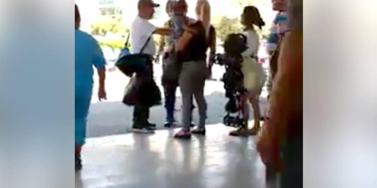 Detectan a empleada del Macrobús agrediendo a mujer que llevaba un bebé