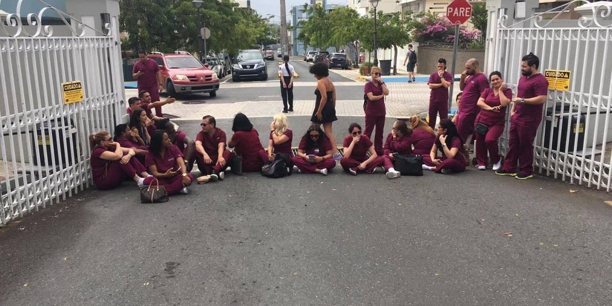 Estudiantes protestan en universidad privada