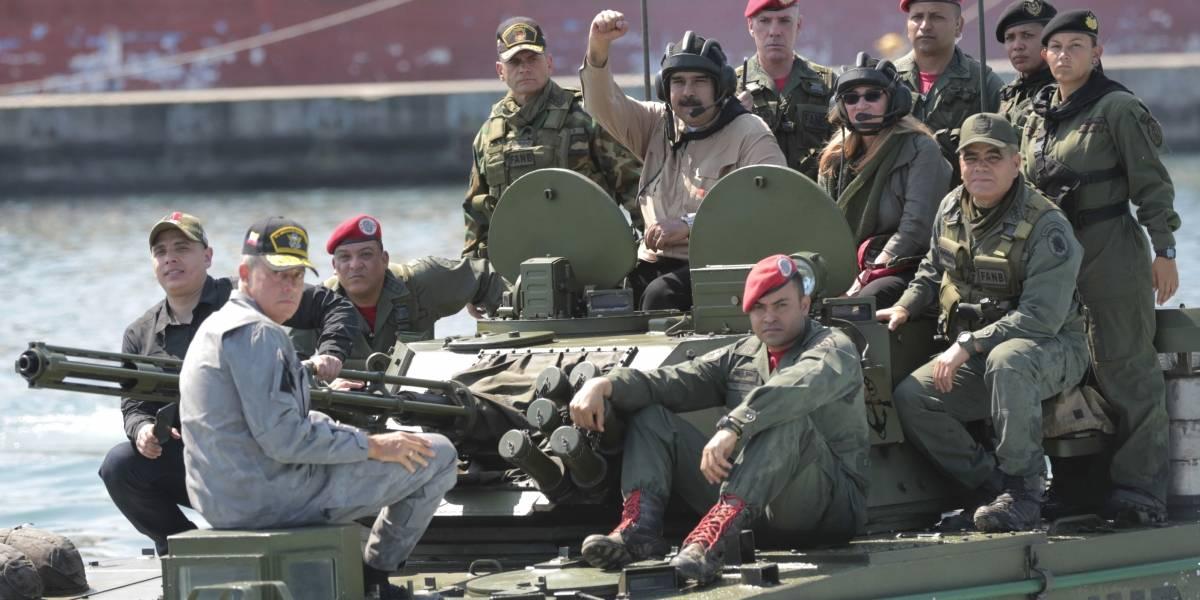 Máxima alerta en Venezuela: Maduro despliega Fuerzas Armadas a lo largo de las fronteras