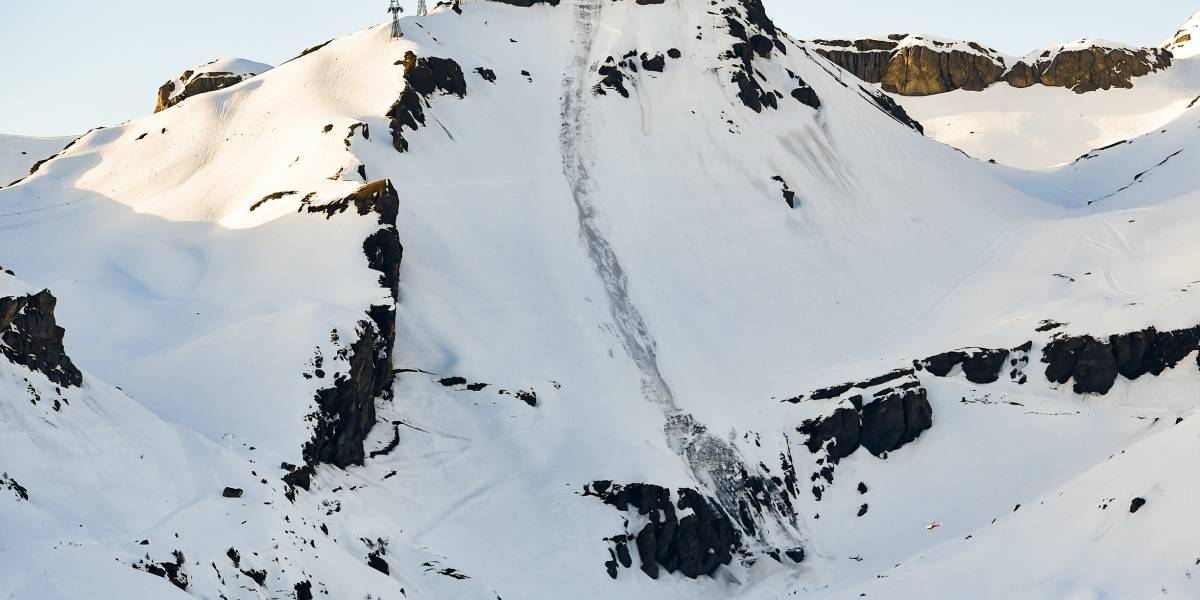 Rescatan a varias personas tras avalancha de nieve en Suiza