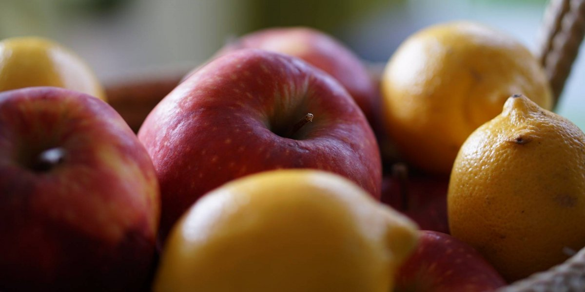 Detox de maçã, limão e aveia ajuda a emagrecer e a regular a glicose