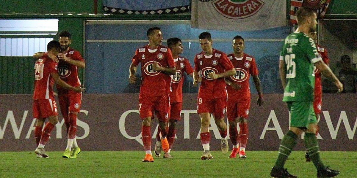 En U. La Calera quedaron felices con la clasificación pero criticaron el arbitraje ante Chapecoense