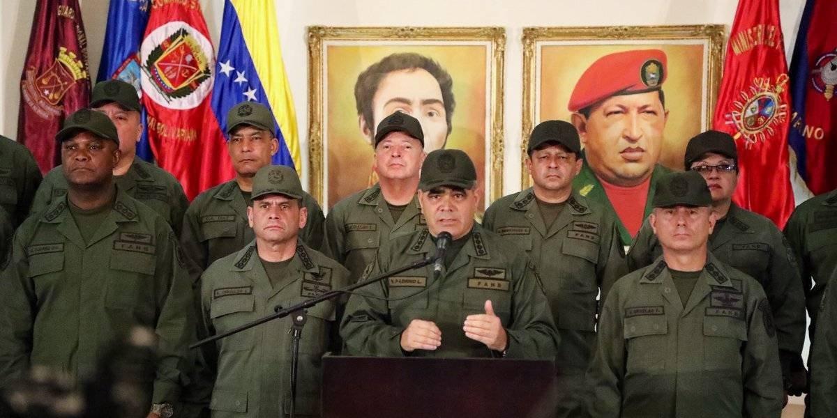 """Venezuela cierra frontera con Colombia por """"amenazas"""" contra su soberanía"""