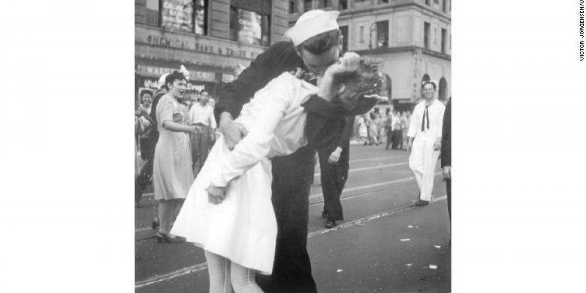 Muere marino de famosa foto tomada en Times Square