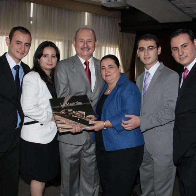 Lester Godínez y su familia
