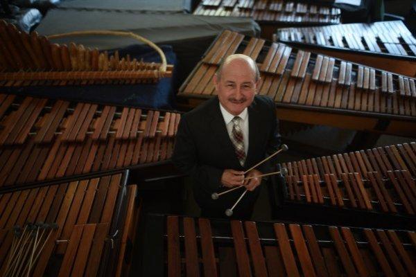 Lester Godínez, editor invitado