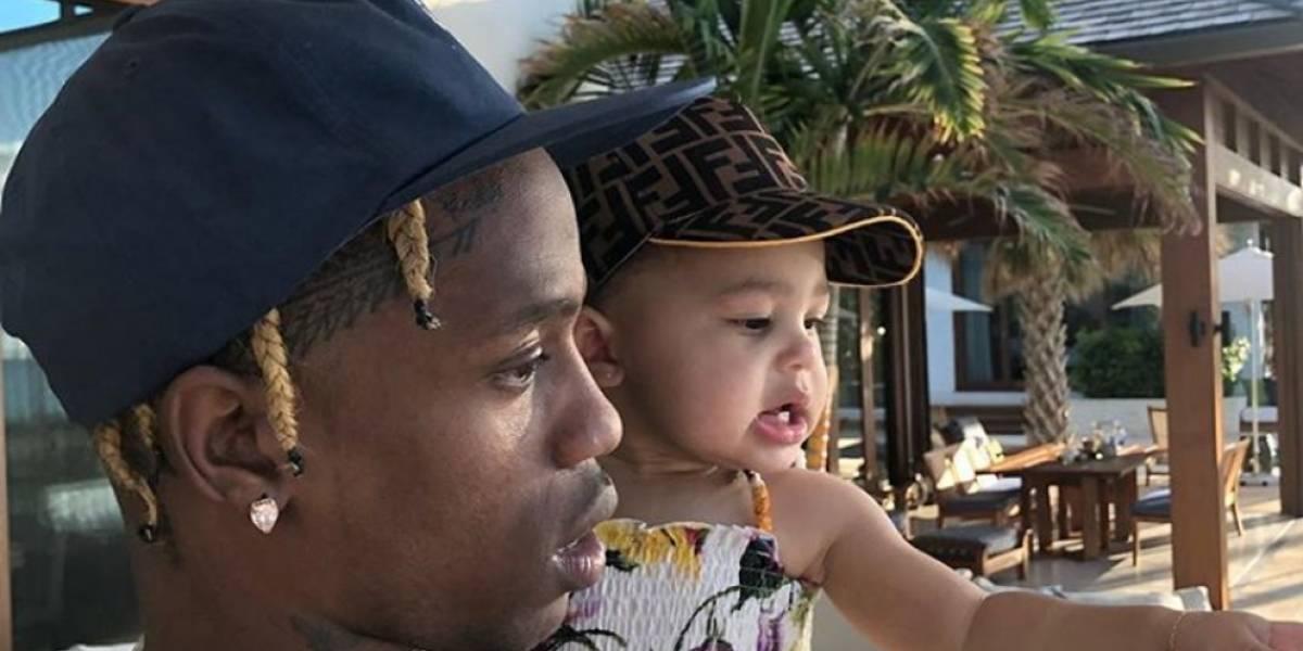 FOTO: Travis Scott regaló a su hija Stormi un extravagante collar de diamantes