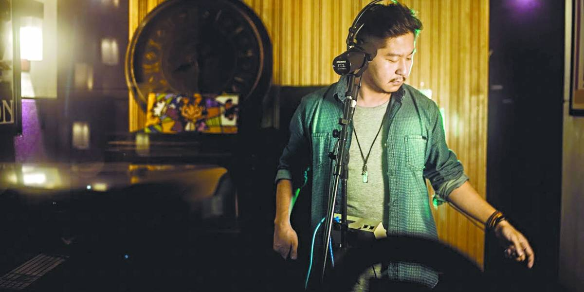 Raphael Ota traz álbum de pop eletrônico