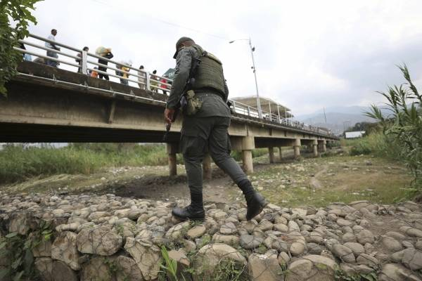 Tensión en Embajada de Venezuela en Costa Rica — Urgente