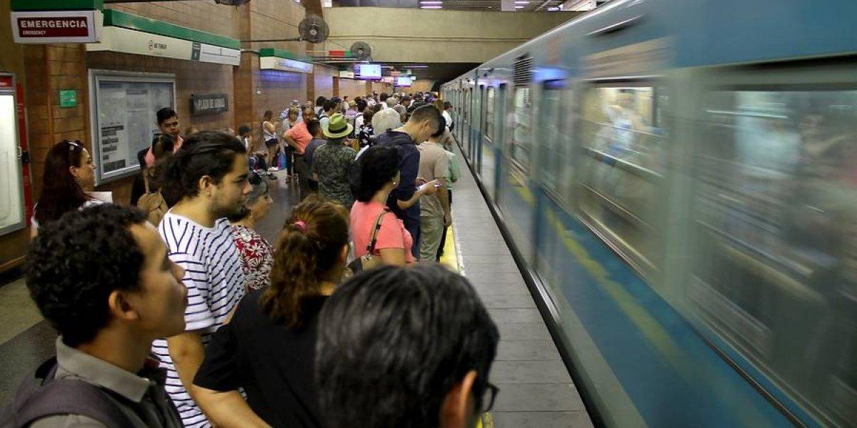 """""""Nadie cuestiona la línea 7 del Metro ni la integración a la ciudad"""": concejal de Las Condes intenta terminar polémica por estación en Parque Araucano"""
