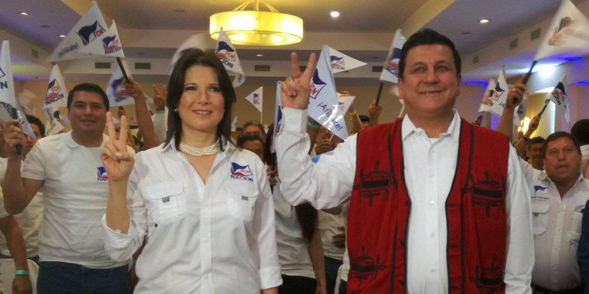 FCN-Nación entrega inscripción de su binomio presidencial