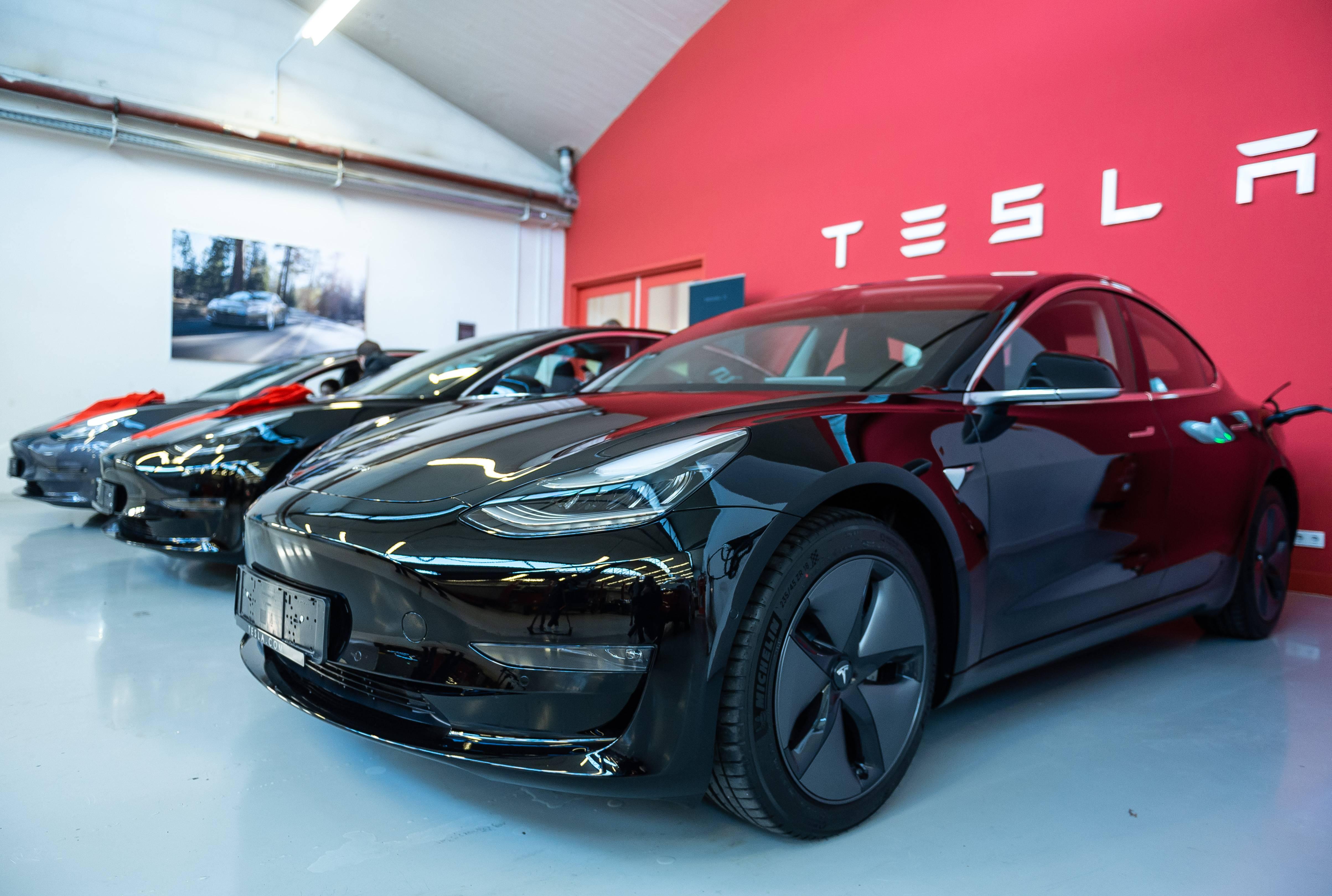 Elon Musk asegura que los vehículos de Tesla podrán ser completamente autónomos para 2020