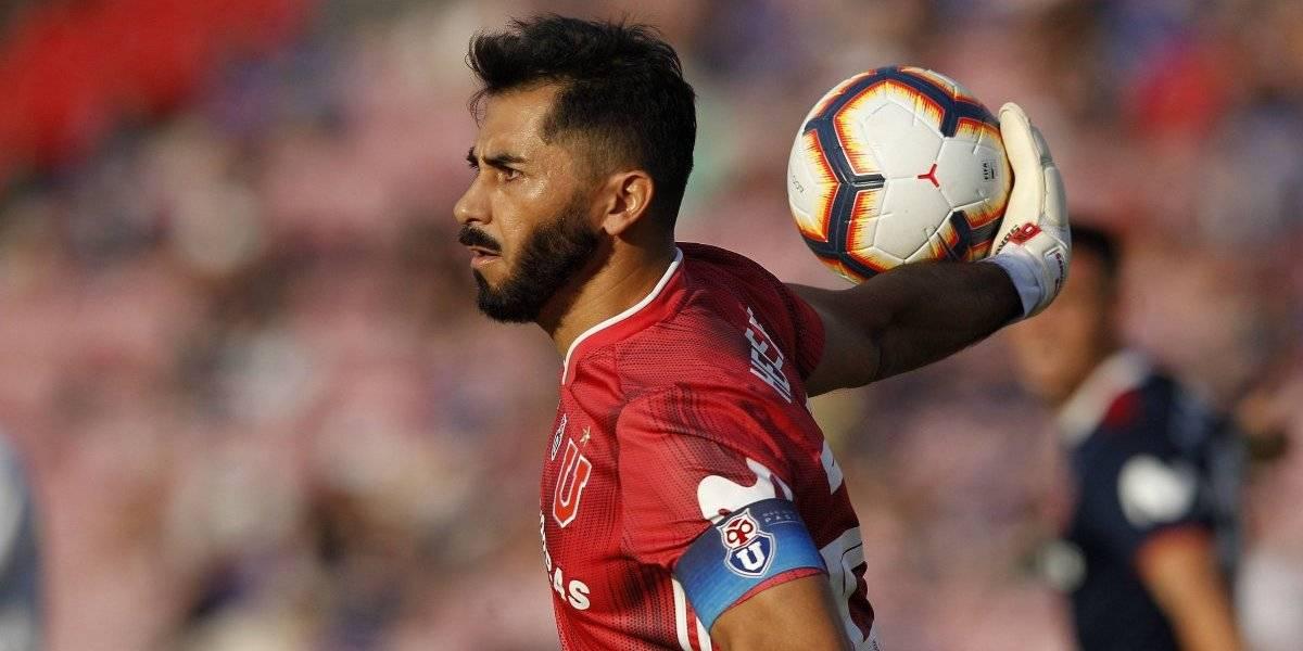 Arias sorprende de nuevo en la U y cita a Johnny Herrera para el partido ante Iquique