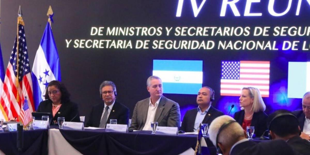 EE.UU. pide a Guatemala, El Salvador y Honduras detener caravanas de migrantes