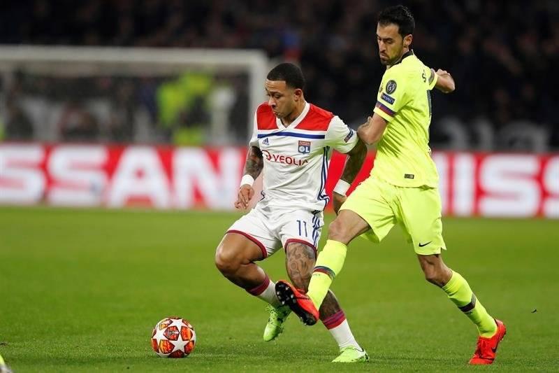Roban a tres jugadores del Lyon durante el partido ante el Barça