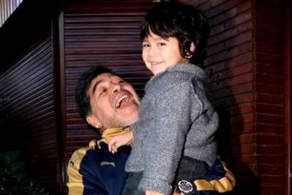 Así celebró Maradona los seis años de su hijo