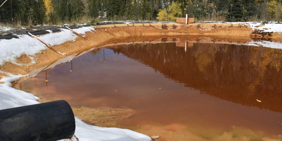 Aguas contaminadas fluyen de minas abandonadas en EE.UU. a lagos y ríos circundantes