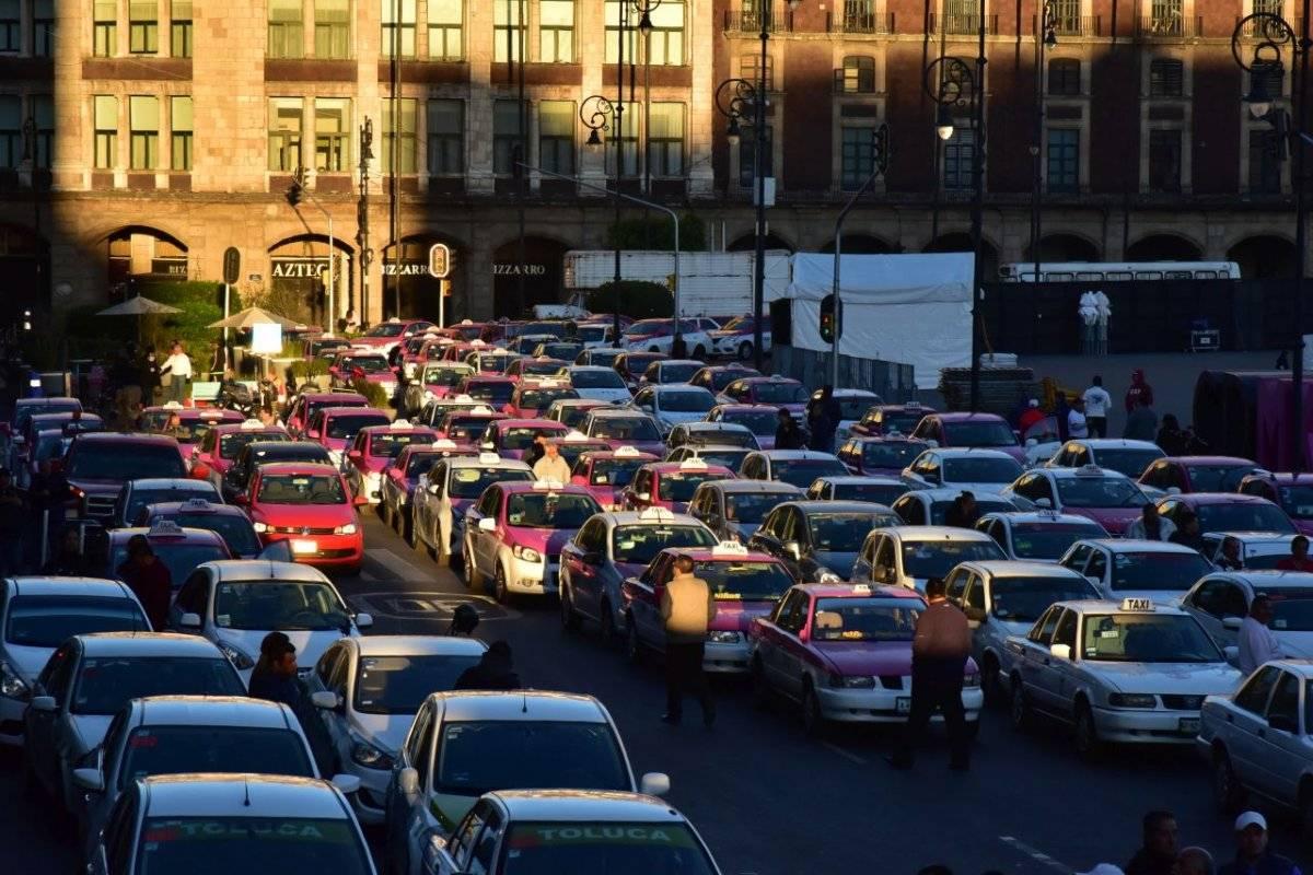 Los taxistas marcharon del Metro Chabacano al Zócalo. Cortesía.