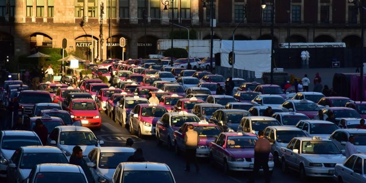 Piden taxistas revisar autorización de Uber, Didi y Cabify