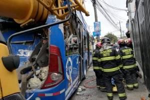 Quito: Dos heridos y una persona atrapada tras accidente en la Eloy Alfaro