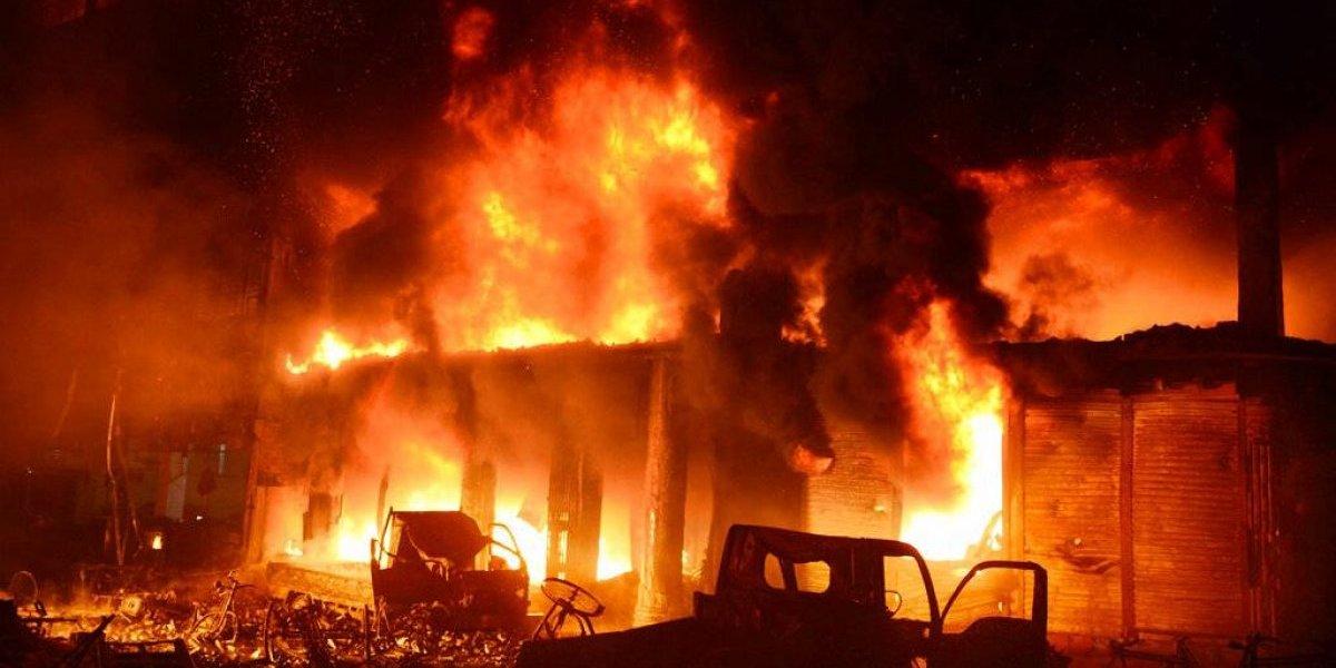 Desgarradoras imágenes: devastador incendio deja al menos 70 muertos en capital de Bangladesh