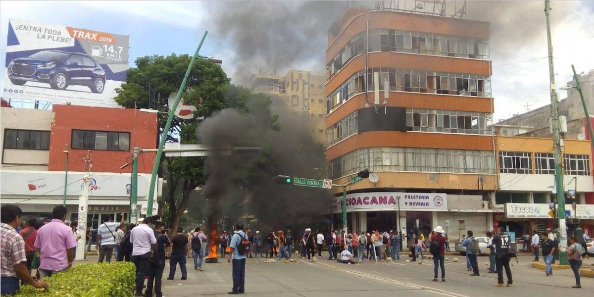 Maestros que vandalirazon la Torre Chiapas enfrentan proceso penal