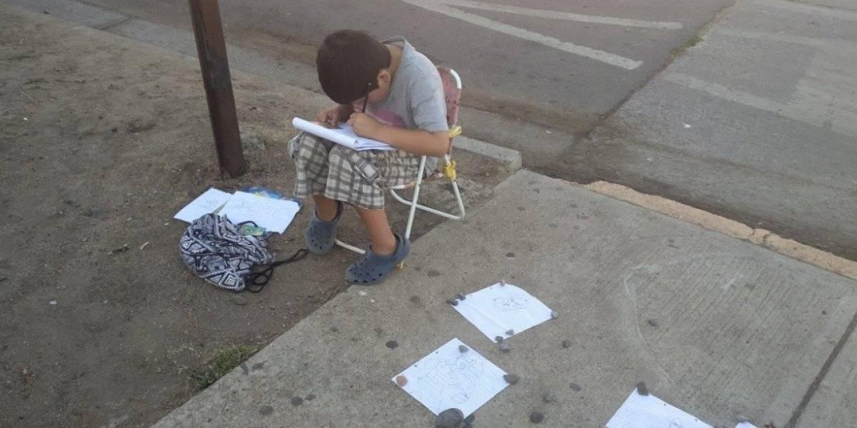 """""""Era para juguetes, no para útiles"""" dice la madre del menor que vendía sus dibujos en la calle"""