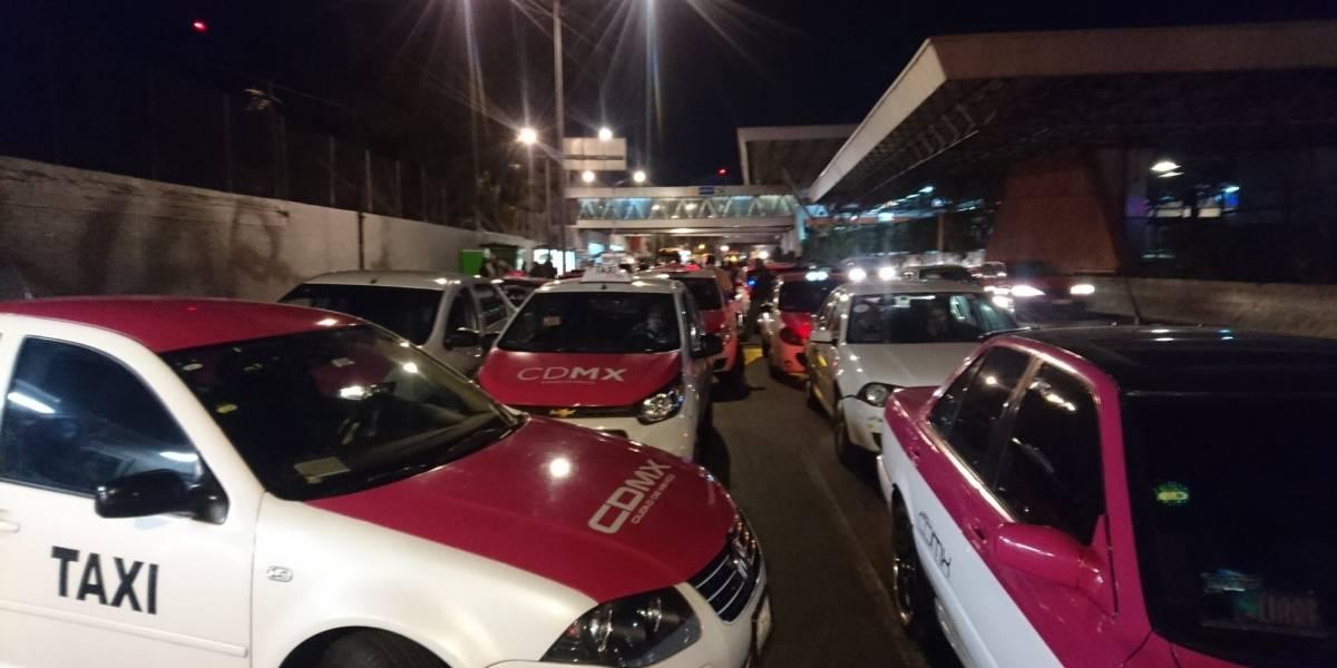 Taxistas hacen marcha en México en contra de aplicaciones de transporte privado