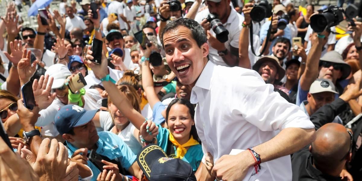 Venezuela: Juan Guaidó está en la frontera con Colombia por ayuda humanitaria y espera caravana de diputados